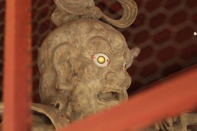 鋸山の仁王門の阿形の写真