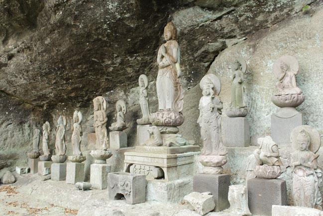 鋸山の石像の写真