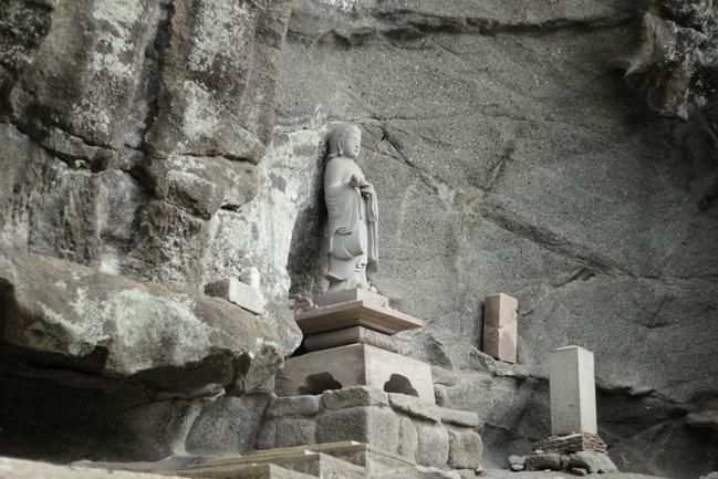 鋸山の聖徳太子像の写真