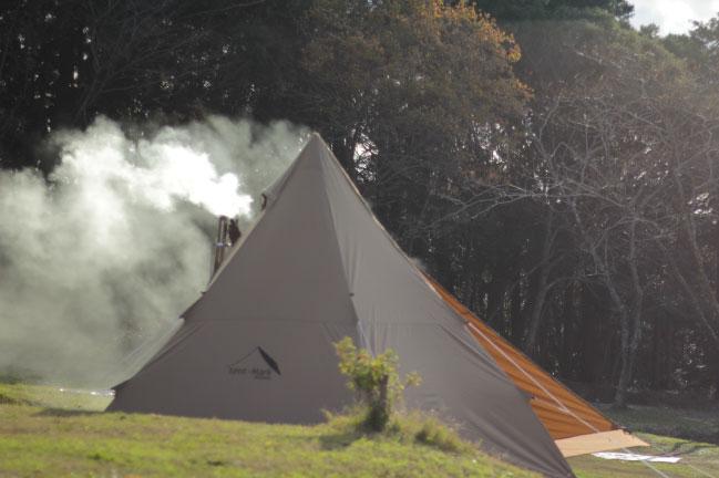 三角テントと薪ストーブ