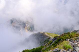 雲のかかる稜線の写真