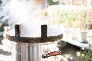 窯でご飯を炊く