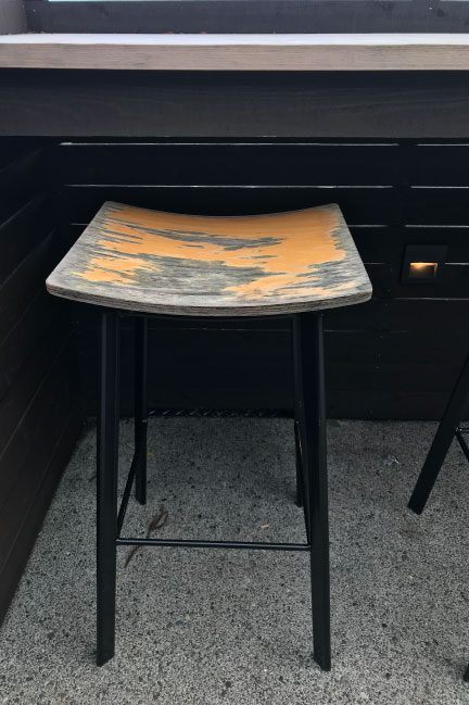 石尊のテラス席の椅子