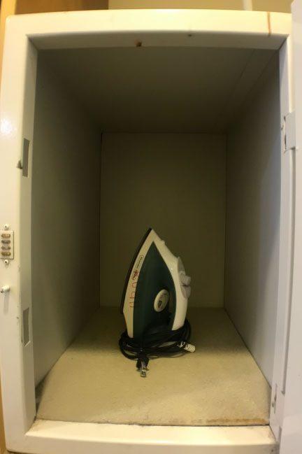 ロイヤルオーキッドホテルグアムの部屋の金庫