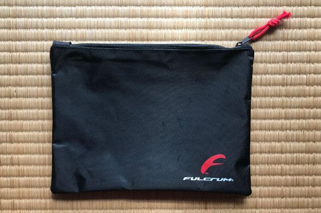 フルクライムのレーシング3購入時に付いてきたロゴ位置ポーチ