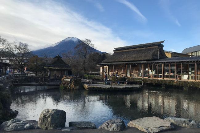 2020年12月の忍野八海からの富士山